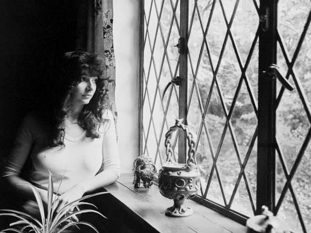 Kate Bush – Cloudbusting