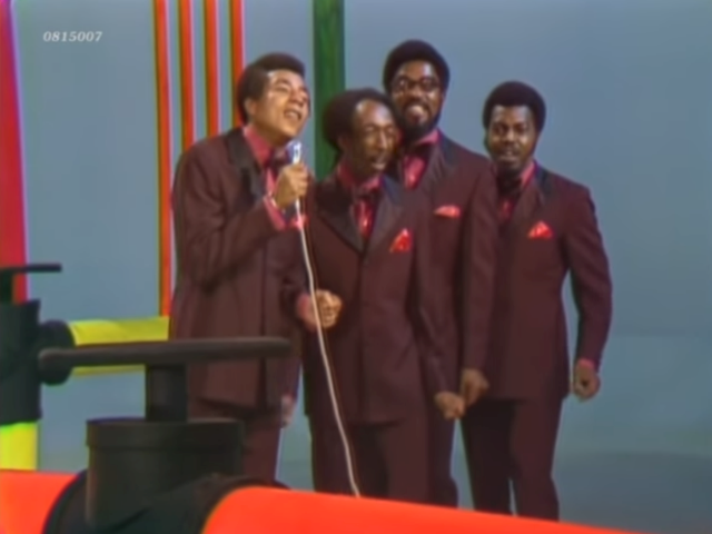 Smokey Robinson & The Miracles – Tears Of A Clown