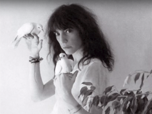 Patti Smith – Free Money
