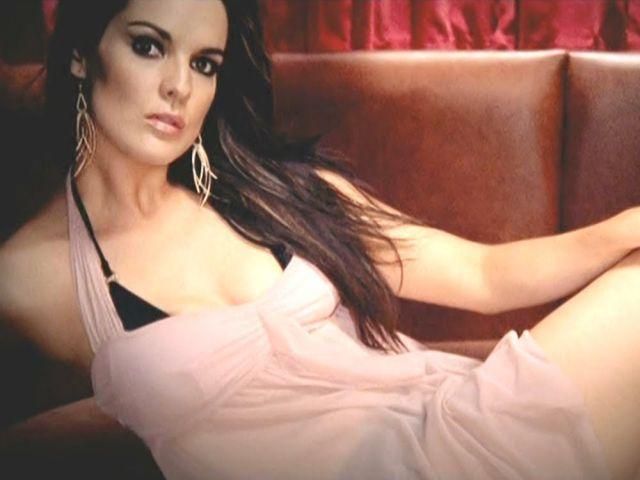 Angel City ft Lara McAllen - Do You Know I Go Crazy